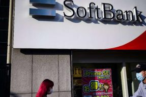 软银出售210亿美元T-Mobile股票